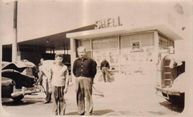 Mi abuelo en los inicios de su estación de servicio