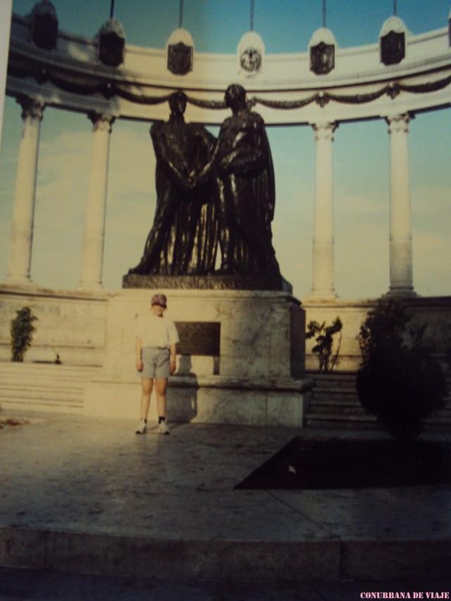 Guayaquil, monumento al saludo entre San Martín y Bolívar a la vera del río Guayas