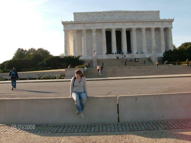 Esta soy yo, con el Lincoln Memorial detrás