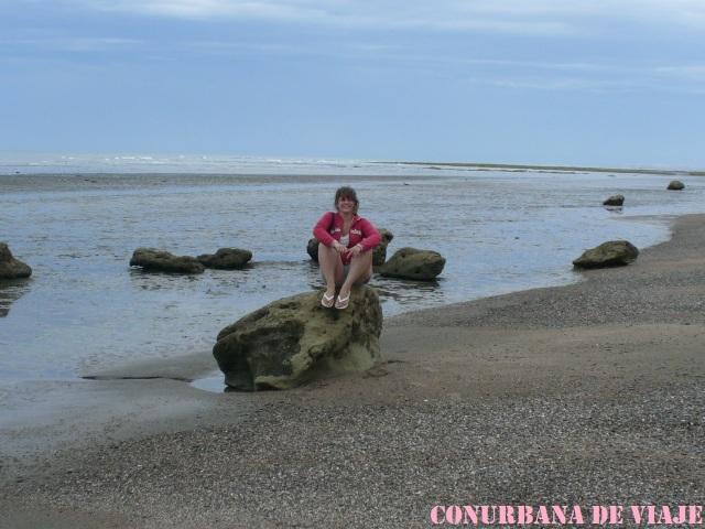 En la playa del Cañadón de las Ostras