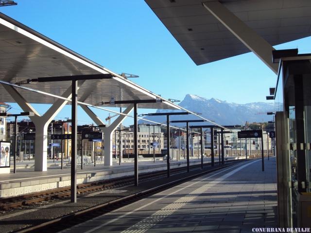 Estación Central de Salzbrugo con los Alpes de fondo